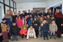 Minik Öğrencilerden İlçe Emniyet Müdürlüğüne Taziye Ziyareti