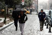 Nevşehir'de Beklenen Kar Yağışı Başladı