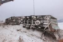 TIR ŞOFÖRÜ - Tekirdağ'da Kar Nedeniyle Kayganlaşan Yolda Tır Devrildi Açıklaması 1 Yaralı