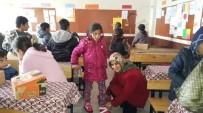 DAĞPıNAR - AK Kadınlardan, Öğrencilere Yılbaşı Hediyesi