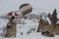 Karlar Altında Kapadokya'da Balon Turu