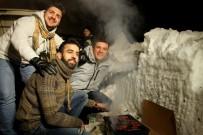 MANGAL KEYFİ - Uludağ'da Kar Üstünde Mangal Keyfi