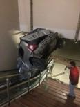 SAĞLIK EKİPLERİ - Araba Kontrolden Çıktı Metro İstasyonuna Girdi
