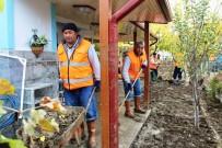 HÜSEYIN AYAZ - Ayvalık'ta Sel Felaketinin Ardından Yaralar Sarılmaya Çalışılıyor