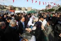 REKOR DENEMESİ - Bağcılar'da 3 Ton Hamsi Dağıtıldı