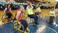İŞİTME ENGELLİLER - Belediye Başkanı Tekerlekli Sandalye İle Basketbol Oynadı
