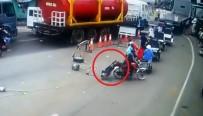 MOTOSİKLET SÜRÜCÜSÜ - İlginç Kaza Kamerada