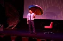 TİYATRO OYUNU - İstanbul Devlet Tiyatrosu'nun Tek Kişilik Gösterisi Sahnede Devleşti