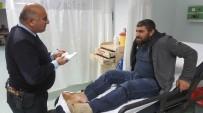 ONDOKUZ MAYıS ÜNIVERSITESI - Kamyon Şarampole Yuvarlandı Açıklaması 3 Yaralı