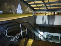 DEVLET HASTANESİ - Otomobil metro girişine uçtu