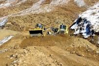 KANALİZASYON - Pütürge'de Yol Çalışmaları Devam Ediyor