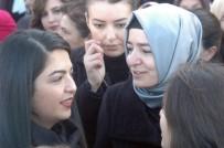 ANıTKABIR - Bakan Kaya Kadınlarla Anıtkabir'e Çıktı