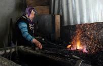 DEMIRCILIK - Bu Kadınlar Yıllardır Demir Dövüyor