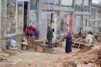 SIĞINMACILAR - Fıstık Hali 60 Suriyeli Aileye Barınak Oldu
