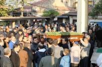 SAĞLIK EKİPLERİ - İzmir'de İş Adamı Baca Temizlerken Aşağıya Düşüp Öldü