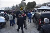 MEHMET GÖDEKMERDAN - Kız Öğrencinin Öldüğü Kaza Sonrası Yol Trafiğe Kapandı