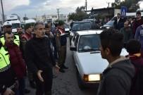 MEHMET GÖDEKMERDAN - Liseli Kızın Öldüğü Kaza Sonrası Yolu Trafiğe Kapattılar
