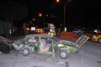 SAĞLIK EKİPLERİ - Manisa'da İki Otomobil Çarpıştı Açıklaması 2 Ağır Yaralı