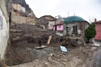 AFYONKARAHISAR BELEDIYESI - Türbe Restorasyonuna Başka Bir Mezar Bulununca Ara Verildi