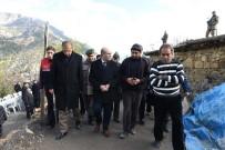 KÜRŞAD ÖZDEMIR - Vali Demirtaş'tan, Yangın Faciası Kurbanı Öğrencilerin Ailelerine Ziyaret