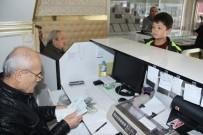 DÖVİZ BÜROSU - 11 Yaşındaki Çocuk Biriktirdiği Dolarlarını TL'ye Çevirdi