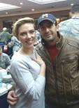 İNCIRLIK - Adanalı Genç İncirlik'te Scarlett Johansson'la Fotoğraf Çektirdi