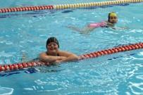 YÜZME - Bedensel Ve Zihinsel Engelliler Suyun Keyfini Çıkarttı