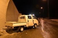 GİZLİ BUZLANMA - Gizli Buzlanma Kazaya Sebep Oldu Açıklaması 2 Yaralı