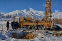 BELEDİYE BAŞKANLIĞI - Hakkari Belediyesi Kar Altında Sondaj Çalışmalarına Başladı