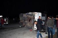 İLKAY - Manisa'da 3 Araç Çarpıştı Açıklaması 21 Yaralı