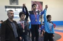 DERİNCE BELEDİYESPOR - Minikler Güreş Liginde Şampiyon Kağıtspor Oldu