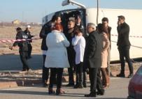 LİSE ÖĞRENCİ - Öğrenci Servisi Kamyonla Çarpıştı Açıklaması 1 Ölü, 14 Yaralı