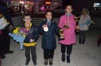 İBRAHIM KARA - Selendili Badmintoncular Türkiye Şampiyonu Oldu