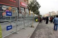 KALDIRIMLAR - Suriyelilerin Yardım Başvurusu Esnafın İşini Baltaladı