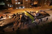 HALK OTOBÜSÜ - Yolcu Otobüsü Devrildi Açıklaması 10 Yaralı