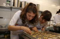 ANADOLU ÜNIVERSITESI - Anadolu Üniversitesi Öğrencileri Mutfakta Hünerlerini Sergiledi