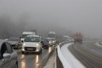 BOLU DAĞı - Bolu Dağı'nda Sis Ve Kar Etkili Oluyor
