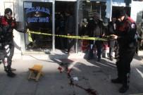 ÇAY OCAĞI - Elazığ'da Çay Ocağı Önünde Silahlı Saldırı Açıklaması 3 Yaralı