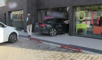ORTAKENT - Fren Yerine Gaza Basınca Dükkana Daldı