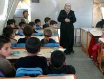 TEKERLEKLİ SANDALYE - Kamplarda Suriyelilere eğitim