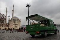 CENAZE ARACI - Şehitler Köprüsü'nden Atlayan Şahsın Cenazesi Adli Tıp'a Götürüldü