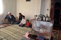 HAKKARİ VALİSİ - Tek Odada Yaşayan 6 Kişilik Aileye Devlet Sahip Çıktı