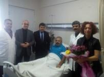 ADNAN YıLMAZ - AK Parti İlçe Yönetimi Saldırıya Uğrayan Doktoru Ziyaret Etti