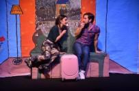 KÜLTÜR SANAT - 'Aşk Bir Şey Değildir' Oyunu Tiyatro Sevenler İle Buluştu