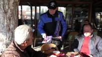 POLİS MEMURU - Beyşehir'de Telefon Dolandırıcılarına Karşı Broşür Ve Afişli Uyarı