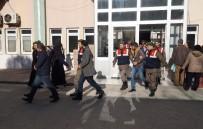 JANDARMA KOMUTANLIĞI - Jandarma Göçmenlerin Yerine Geçti, Organizatörleri Yakaladı