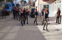 JANDARMA KOMUTANLIĞI - Jandarma Kaçakların Yerine Geçti Açıklaması Organizatörleri Yakaladı
