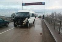 HAMIDIYE - Minibüs Köprüde Kaza Yaptı Açıklaması 1 Yaralı