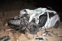 RECEP ÇETIN - Sebze Yüklü Kamyon Otomobille Çarpıştı Açıklaması 1 Ölü, 2 Yaralı
