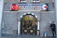 KAYYUM - Sur Belediyesi'ne 15 Yıl Sonra Türk Bayraklı Tabela Asıldı